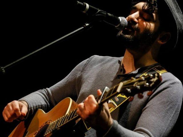 Buva, nuovi concerti per il cantautore pugliese