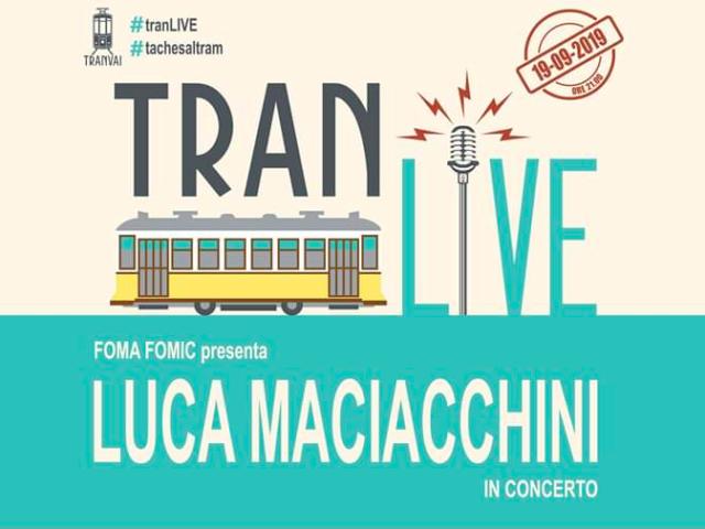 Nel Tranvai (cocktail bar in un vecchio tram del 1928) concerto del cantautore varesino Luca Maciacchini