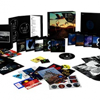 Pink Floyd The Later Years 1987 – 2019, un set di 18 dischi con 5 CD, 6 Blu-Rays, 5 DVD, 2 singoli in vinile più un libro fotografico ed altre memorabilia