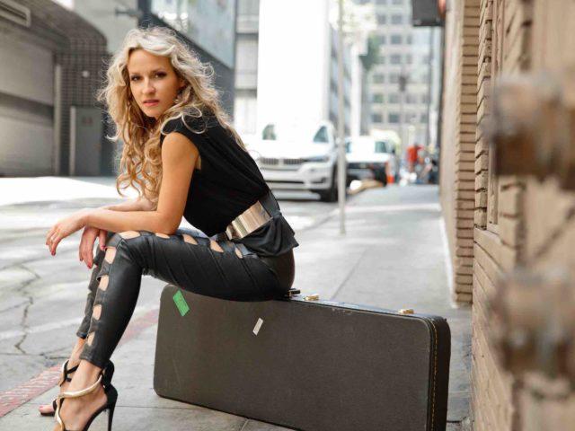 Ana Popovic torna in Italia per tre concerti.