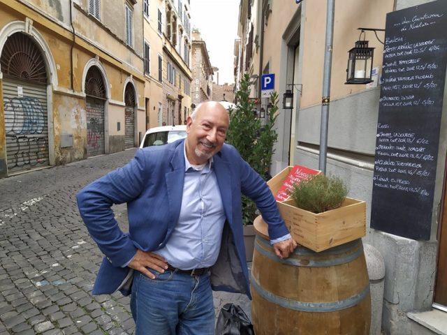 Auguri a Mauro Buttinelli, l'ex direttore promozione della Emi va in pensione