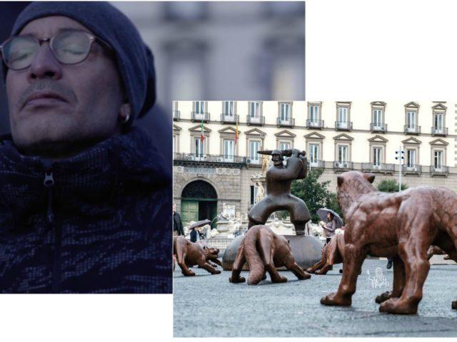 Ciccio Merolla e i lupi di Liu Ruowang: guarda il video della sua performance in Piazza Municipio a Napoli