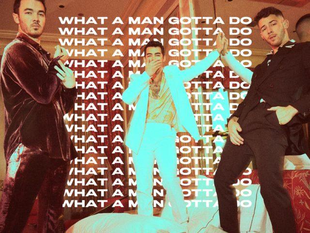 Jonas Brothers hanno pubblicato il singolo What A Man Gotta Do e lo presentano alla cerimonia dei Grammy Awards