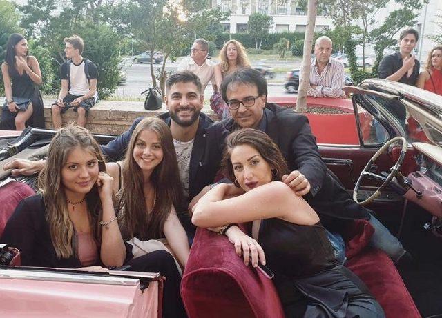 Jessica Morlacchi festeggia in Cadillac il lancio del nuovo video