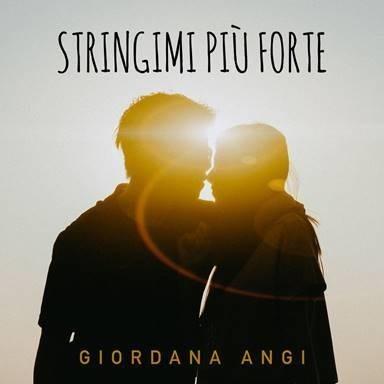 Giordana Angi, il nuovo singolo è Stringimi più forte