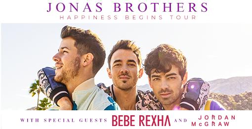Canticchiando la nuova canzone Like It's Christmas, i fans dei Jonas Brothers si preparano al tour europeo ..