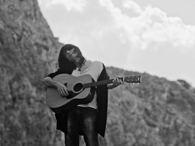 Il cantautore pistoiese Lorenzo Del Pero torna con un nuovo singolo.