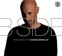 Alessio Bertallot mostra il suo Lato B migliore