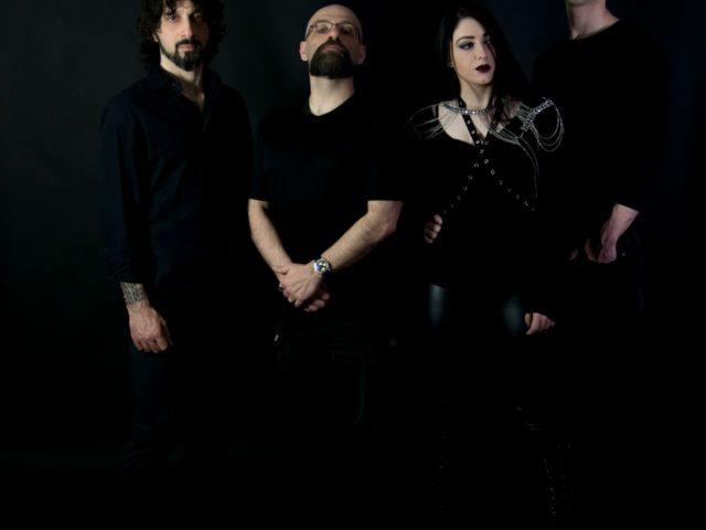 La dark metal band False Memories (con il cuore nel fango) propone un personale remake della celebre Vacanze Romane dei Matia Bazar
