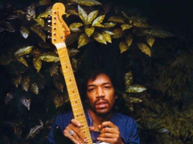 Enzo Gentile e Roberto Crema – The Story of Live / Gli ultimi giorni di Jimi Hendrix (Baldini + Castoldi 2020) un libro rivestito di broccato insanguinato