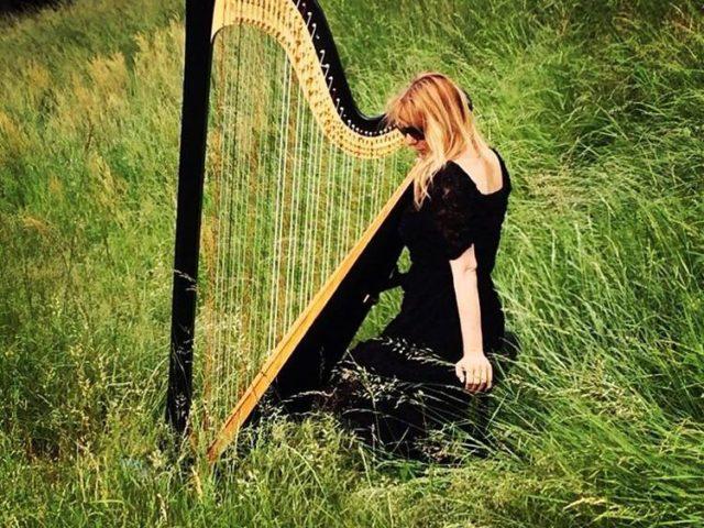 Abbiamo bisogno di armonia più che mai: intervista all'arpista Floraleda