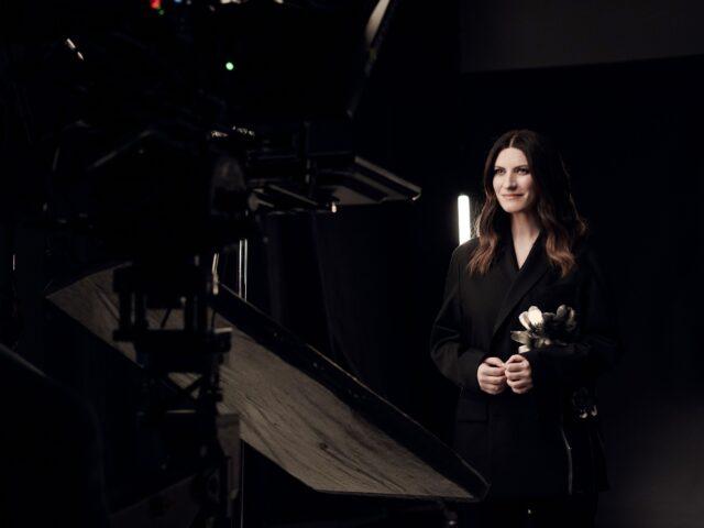 Laura Pausini, disponibile il video di IO SI/Seen