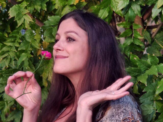 Enni Zincone ci regala Una rosa appassita