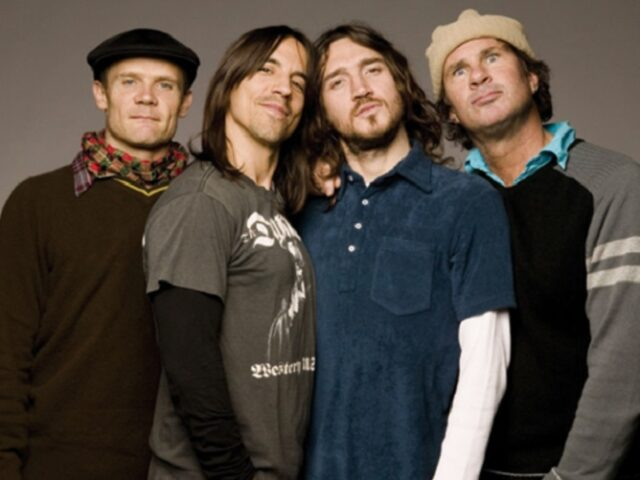 Give It Away – La storia del famoso brano dei Red Hot Chili Peppers