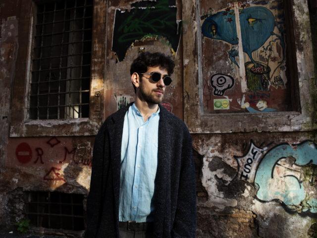 Erik ed il videoclip del brano Bonjour protagonista di SassiLive, galassia comunicativa di Michele Capolupo