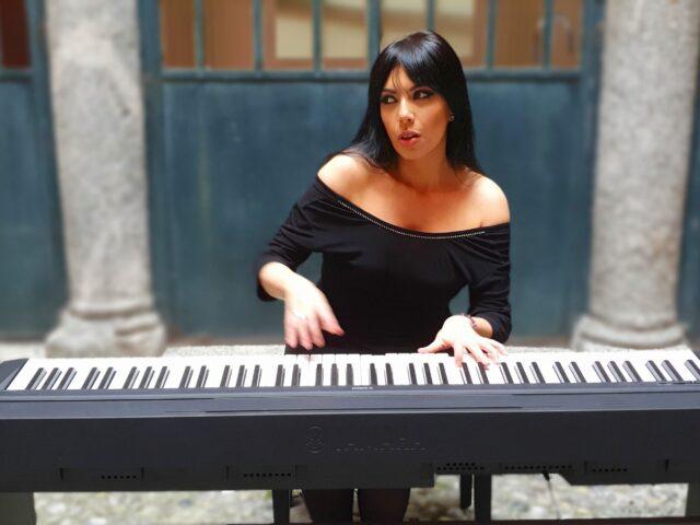 Viola Nocenzi e il suo omonimo disco di esordio: sette brani che hanno come filo conduttore l'amore e la bellezza
