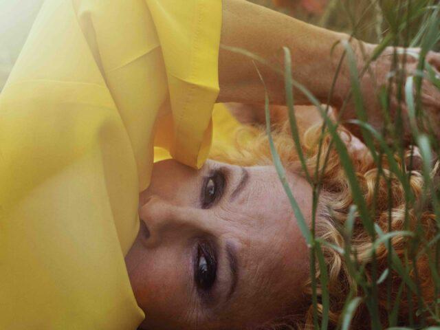 Un Sorriso Dentro al Pianto, il singolo di Ornella Vanoni, a cui hanno collaborato Francesco Gabbani e Pacifico