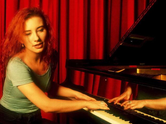 """Crucify – """"Il mio cuore è stufo di rimanere incatenato"""" canta Tori Amos"""