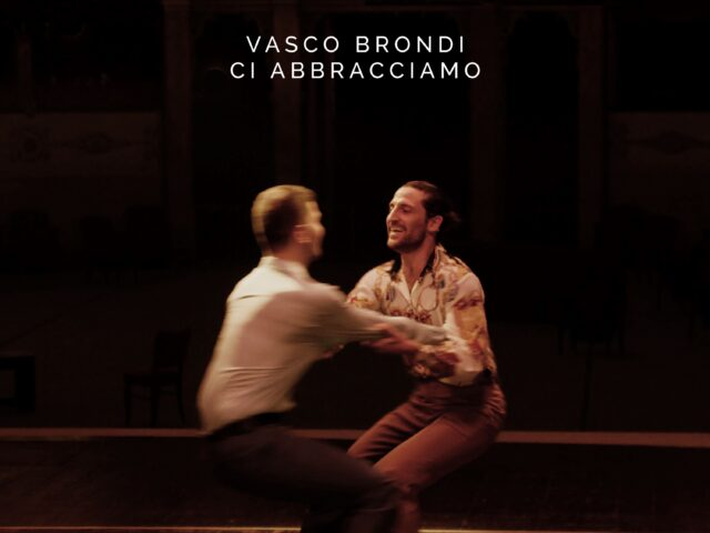 Vasco Brondi: il nuovo singolo è Ci abbracciamo