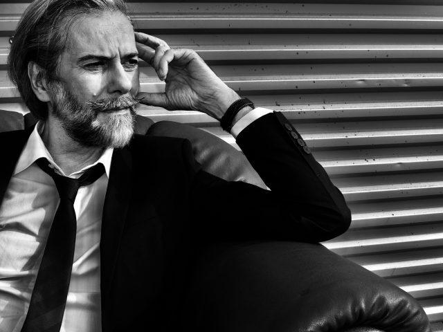 """""""Milioni"""" è il nuovo singolo di Andrea Chimenti, con David Jackson dei Van Der Graaf Generator."""