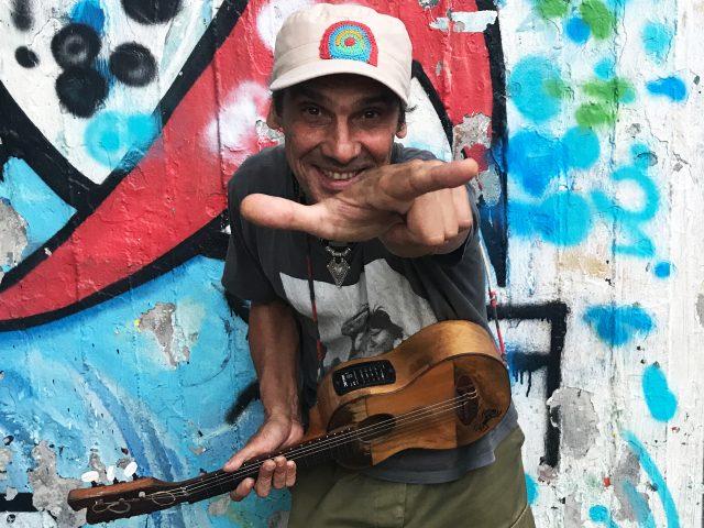 El Chapulín Solo – Manu Chao Acustico live il 14 agosto ad Anzio, il 16 a Cerveteri e il 18 a Paestum