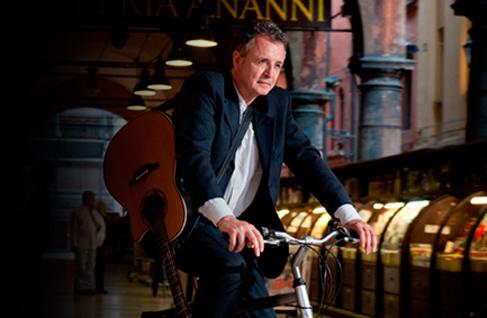 Franz Campi a spasso in bici per la Bologna musicale